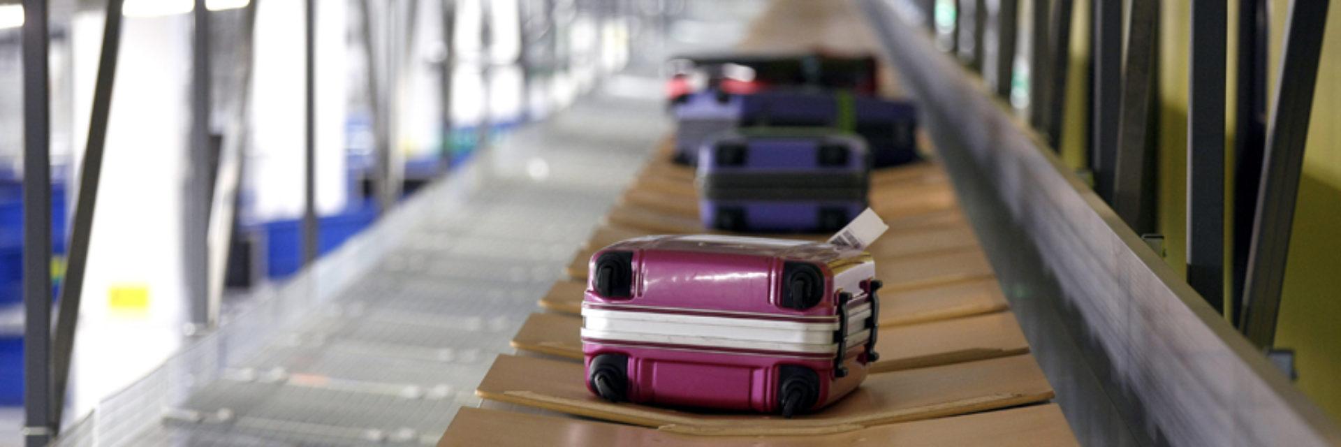 Tilt-tray sortation baggage handling